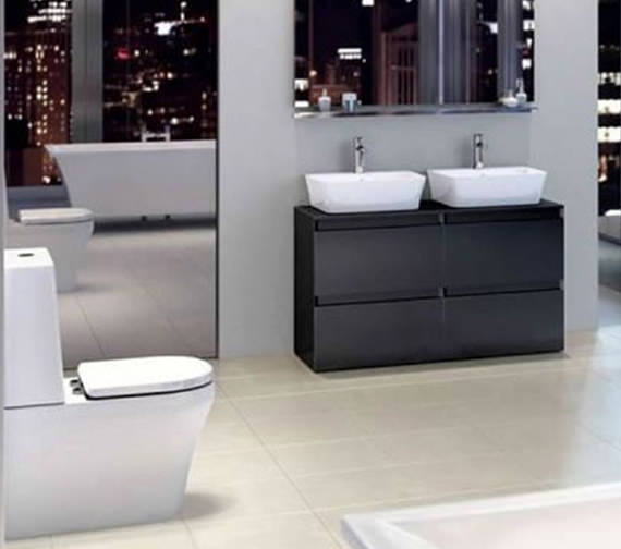 Britton Fine S40 Close Coupled Wc With Cistern Angled Lid